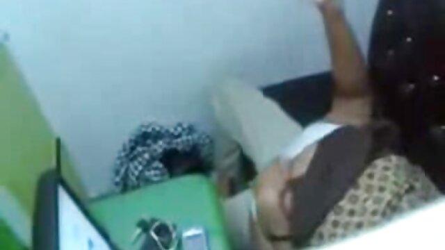 Seorang bokep viral indo xxx pria menjilat pelayan sebelum mencabik-cabiknya.